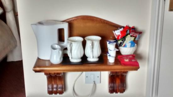 Brandon Lodge: Tea and coffee making supplies (with fresh milk, provided on arrival)