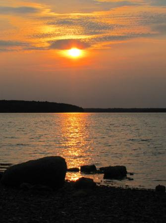 Emery's Cottages on the Shore: Sunset from in front of Cottage #5