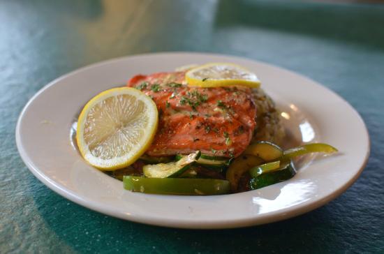 Sheep Mountain Lodge: Alaskan Salmon Dinner
