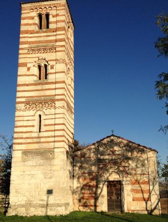 Montechiaro d'Asti, Italien: La chiesetta di fronte