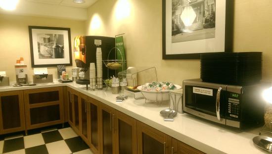 Hampton Inn Kansas City Lee's Summit: Breakfast area