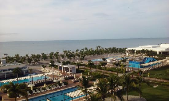 Bar de piscina photo de hotel riu playa blanca rio hato for Habitacion familiar riu playa blanca