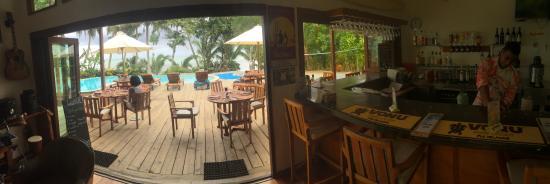 Matanivusi Surf Resort: The bar