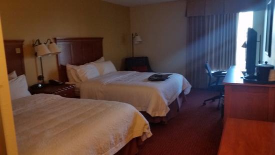 Hampton Inn Louisville-North/Clarksville: bedroom