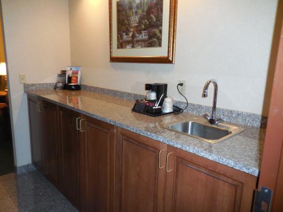 Drury Inn & Suites Cincinnati North: Kitchenette area: Microwave & fridge in first cupboard