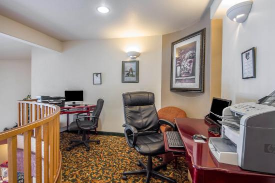 Clarion Hotel By Humboldt Bay: Business Center