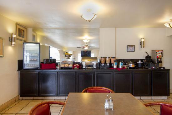 Clarion Hotel By Humboldt Bay: Breakfast Area