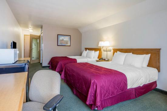 Clarion Hotel By Humboldt Bay: 2 Queen beds Interior Access