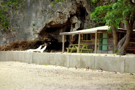 Oholei Beach Resort : beachfront fale
