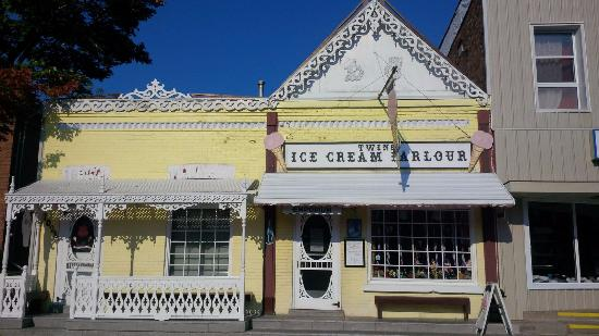 Twin's Ice Cream Parlour