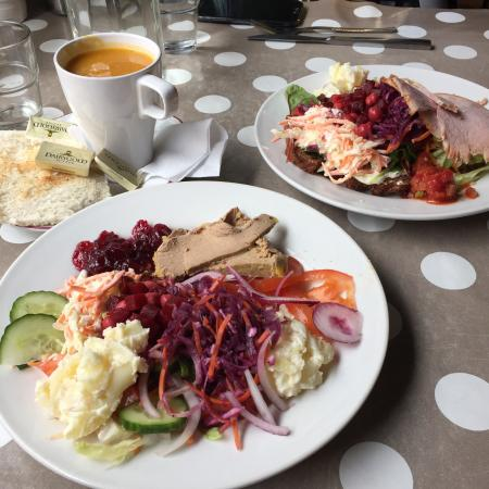 Stockwell Artisan Foods: Delicious lunch, so many good salads!
