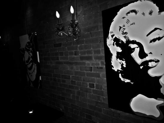 College Street Bar : Art inside the bar