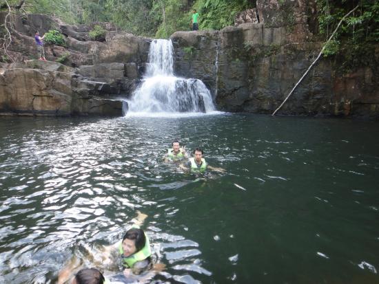 Khlong Yai Kee Waterfalls : น้ำตก