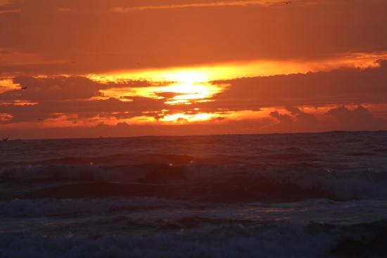 Akari Bungalows: Sunset at Seaview