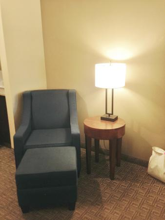 Comfort Inn and Suites Colonial: More seating