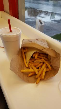 Fall City, วอชิงตัน: Fries and shake