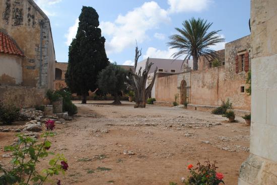Akti Chara Hotel: Kloster