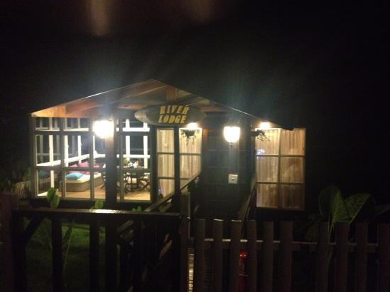Poring, Malezja: River Lodge At Night
