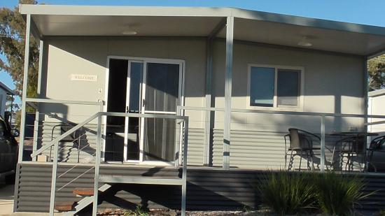 Sapphire City Caravan Park: Our cabin