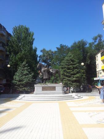 ‪Monument to Ataman Platov‬