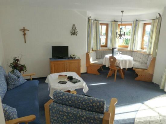 Kurhotel am Wiesenhang: FeWo Arnika - Wohnzimmer / Esszimmer