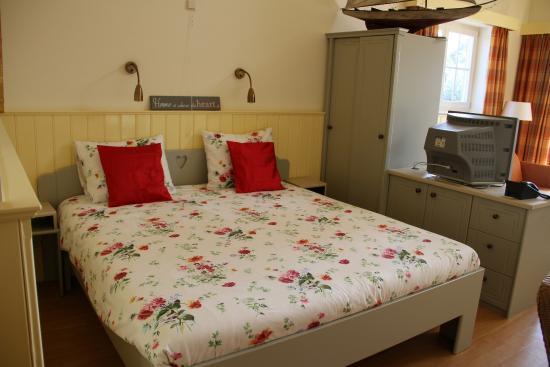 Luxe 2 Persoons Bedbank.Luxe Kamer Met 2 Persoons Bed Foto Van Jachthaven En Motel Borger