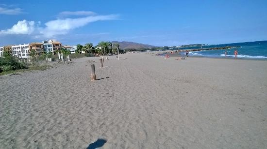 buitiful beach with direct access to hotel - Foto de Vera
