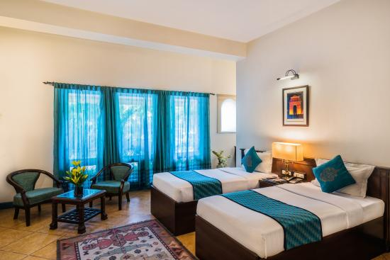 Home@F37: Super Deluxe twin room