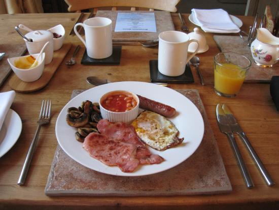 Glangrwyney, UK: The amazing cooked breakfast at White Hall B&B (22/Sep/15).
