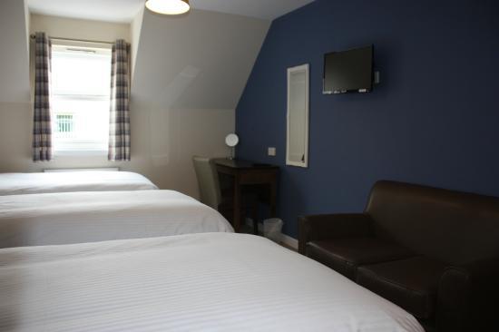 Ardross and Glencairn Guesthouse: Triple En Suite