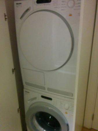 Ada Hotel Istanbul: Lavadora y secadora de la marca Miele