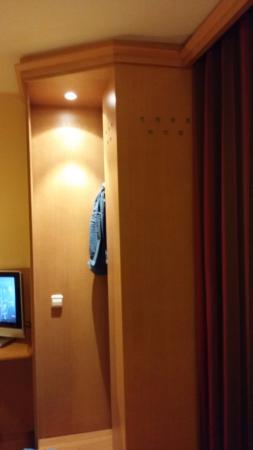 NH Barcelona La Maquinista: armario