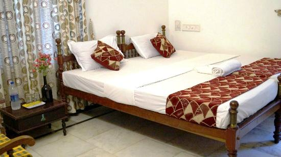 Hotel White Rose: Deluxe Twin Bed
