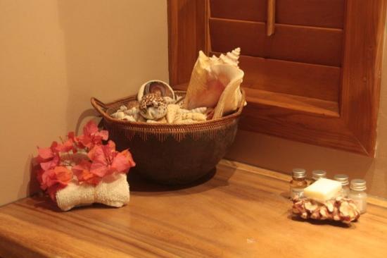 Te Nunoa Private Garden Bungalow : Bathroom