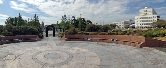 Kurume Hyakunen Park: 園内のリサーチセンタービル