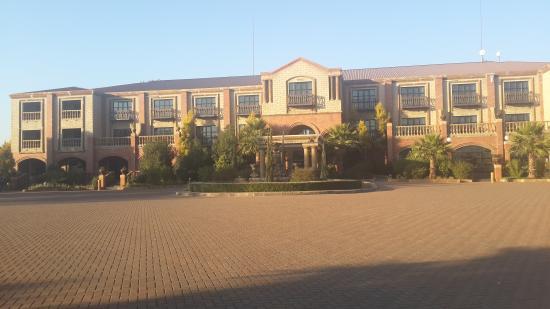 Velmore Hotel Estate : HOTEL
