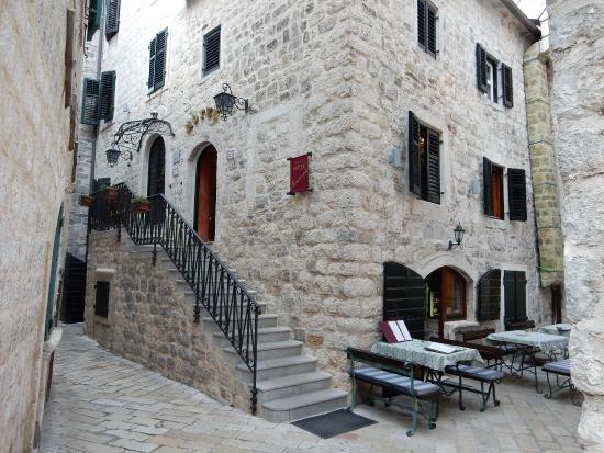 Hotel Monte Cristo Le Batiment Et L Entrée