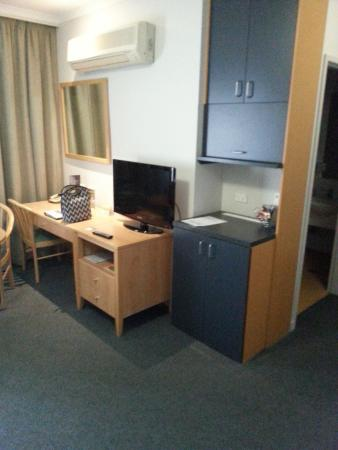 Quality Hotel Woden: tv area