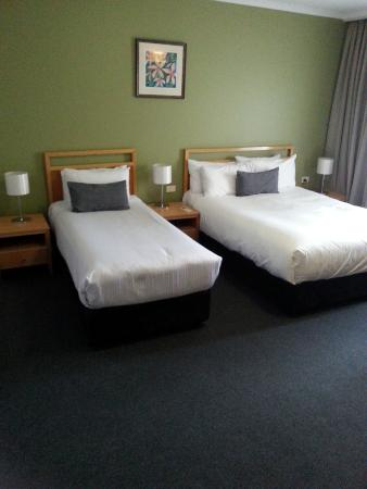 Quality Hotel Woden: room