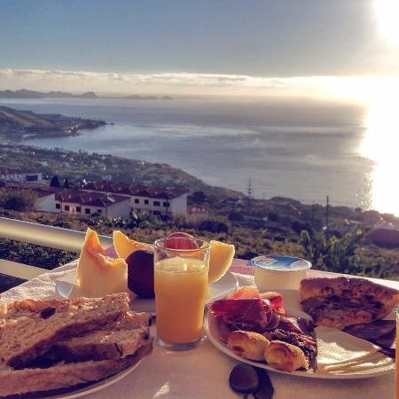 Hotel Apartments Baia Brava : breakfast on the balcony