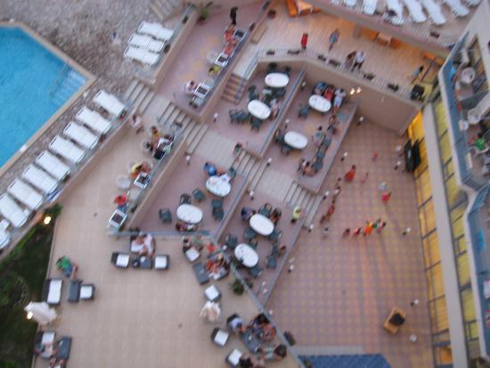 Hotel Royal: вид из номера на отель