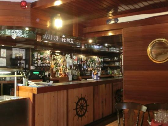 Ferry Inn Stromness: ハブカウンター