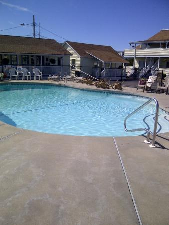 Mainsail Motel Cottages Heated Pool