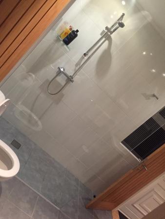 Erigmore : bathroom
