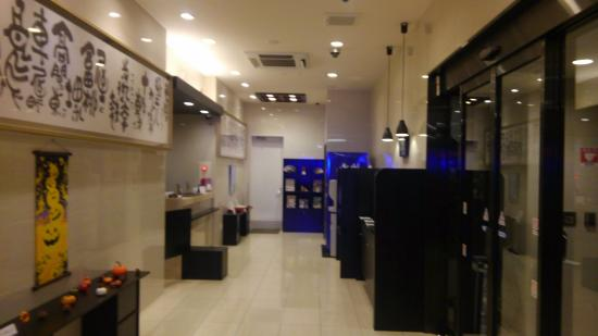 HOTEL KYOTO BASE : コンパクトなロビー