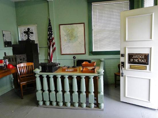 ‪Mayberry Replica Courthouse‬