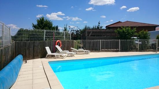 Garden & City Clermont-Ferrand Gerzat : Piscine - Swimming pool