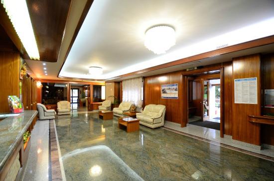 Grand Hotel delle Rocche: Hall