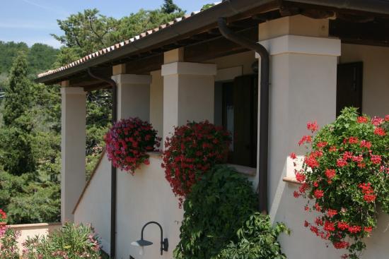 La Pintura Agriturismo: Il balcone d'ingresso