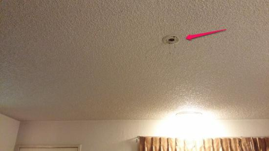 Inn at Highway 1: Exposed wires on the ceiling